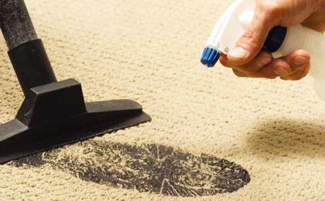 Удаление загрязнения на ковре