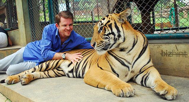 Крис Гильбо с тигром