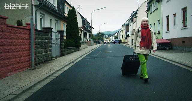 Хайдемари Швермер с чемоданчиком