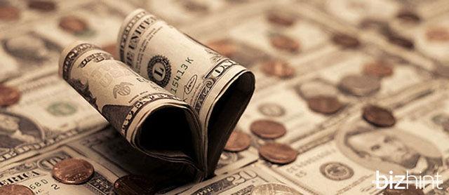 Долларовая купюра сложенная сердечком