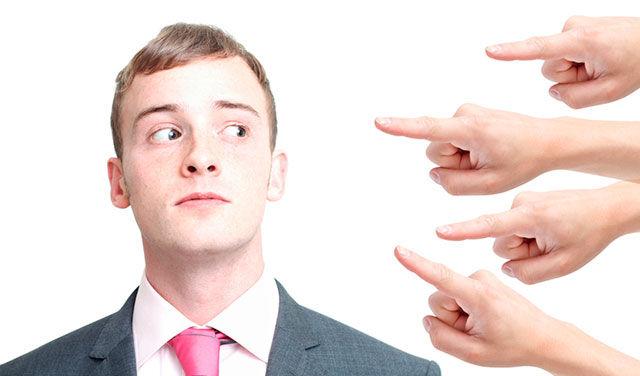 негативное влияние общества на формирование самооценки