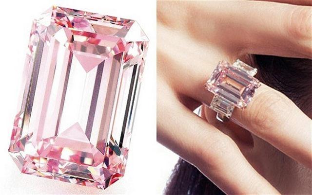 Перстень с розовым бриллиантом
