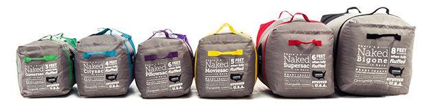 Мешки-кресла разных размеров в сумке