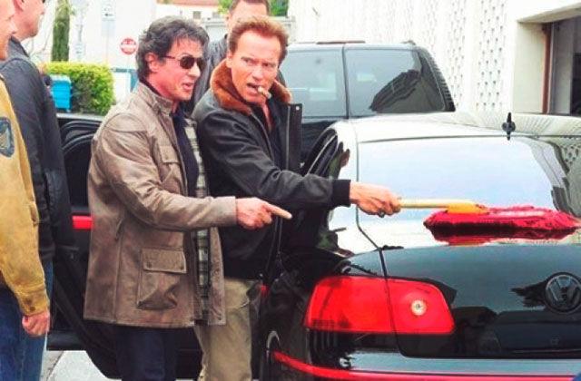 Сталоне и Арни моют машину