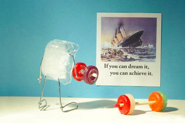 Льдинка визуализирует смотря на фото Титаника