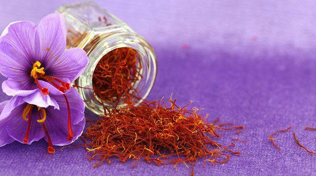 Цветок и рыльца шафрана